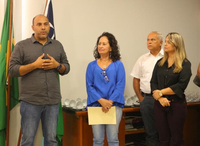 Prefeitura de Almenara nomeia nova secretária de Educação