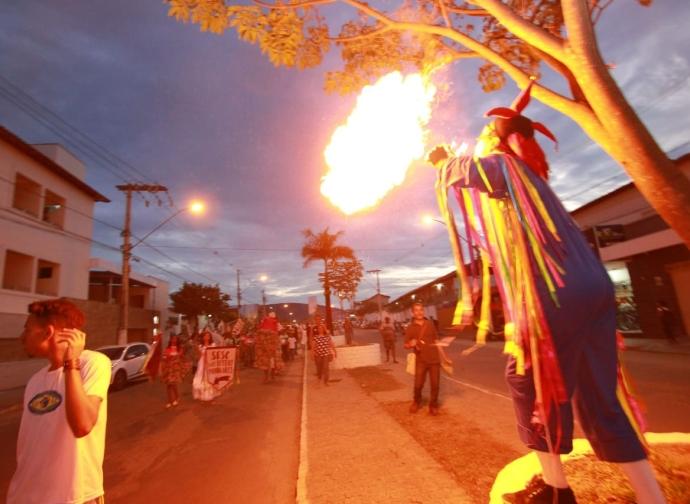 Almenara recebe o Sesc nas Festas Populares