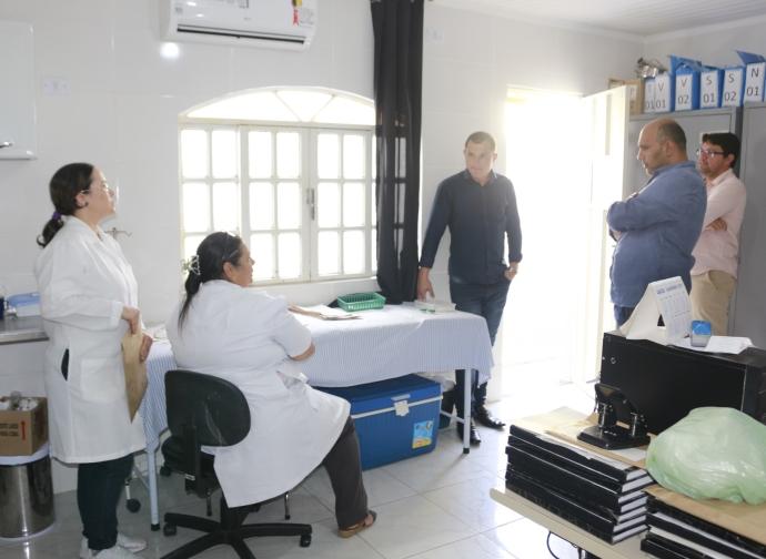 Prefeito Ademir Gobira visita novas instalações de saúde implantadas no presídio da cidade