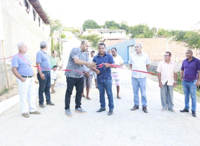 Prefeito Ademir Gobira inaugura obras de pavimentação em Almenara