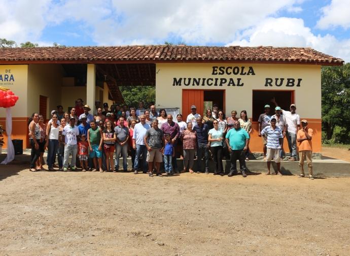 Primeira escola municipal dentro de território Quilombola é inaugurada me Almenara