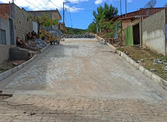 Prefeitura realiza pavimentação da Rua H, no Bairro Panorâmico