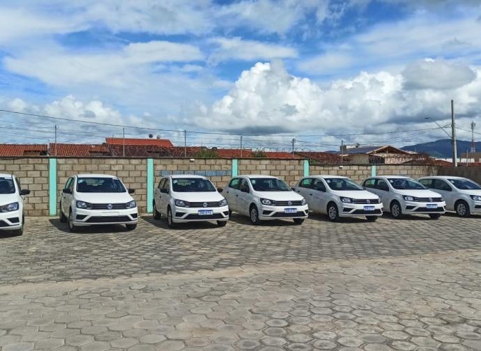 Prefeitura de Almenara recebe sete novos veículos