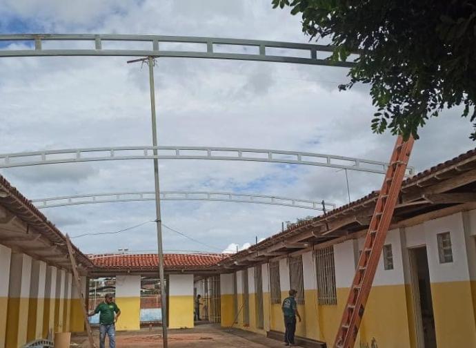 Prefeitura de Almenara realiza reformas na Escola Municipal Cecihelia Tupy