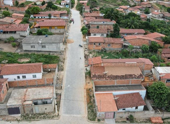 Prefeitura de Almenara conclui obras na Avenida Argentino Antônio, no Bairro Panorâmico