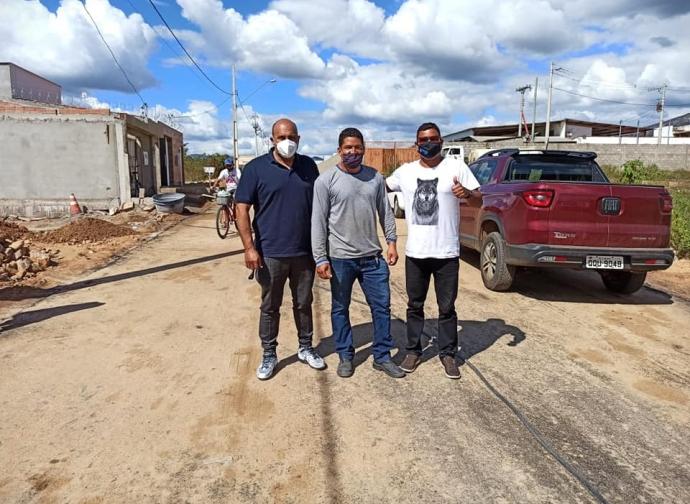 Prefeito Ademir Gobira visita obras no Bairro Parque São João