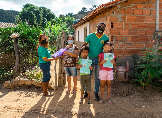 Prefeitura de Almenara realiza entrega de PETs nas escolas da zona rural
