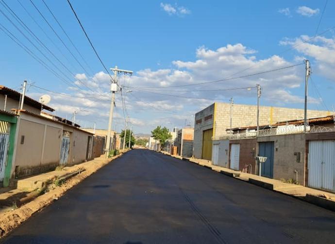 Prefeitura de Almenara continua as obras no Parque São João