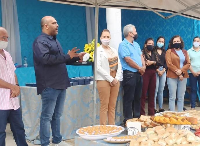 Prefeitura de Almenara realiza homenagem aos pais