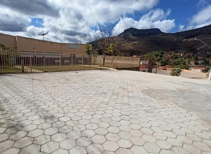 Prefeitura de Almenara inicia pavimentação da Rua A e realiza melhorias no acesso e estacionamento do PSF Cidade Nova